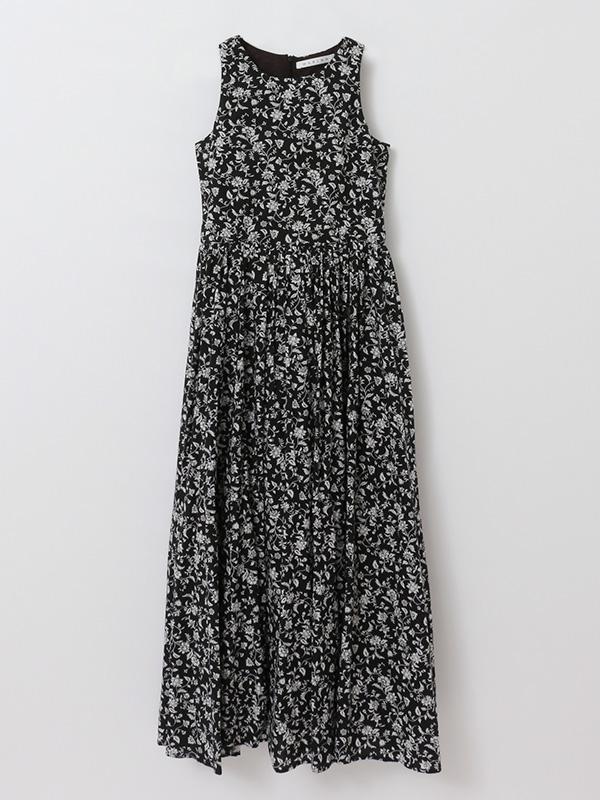 夏のレディのドレス
