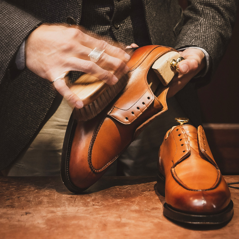 LEATHER SHOES FAIR <br>シューシャイナー樺澤氏による、靴磨きイベントも開催